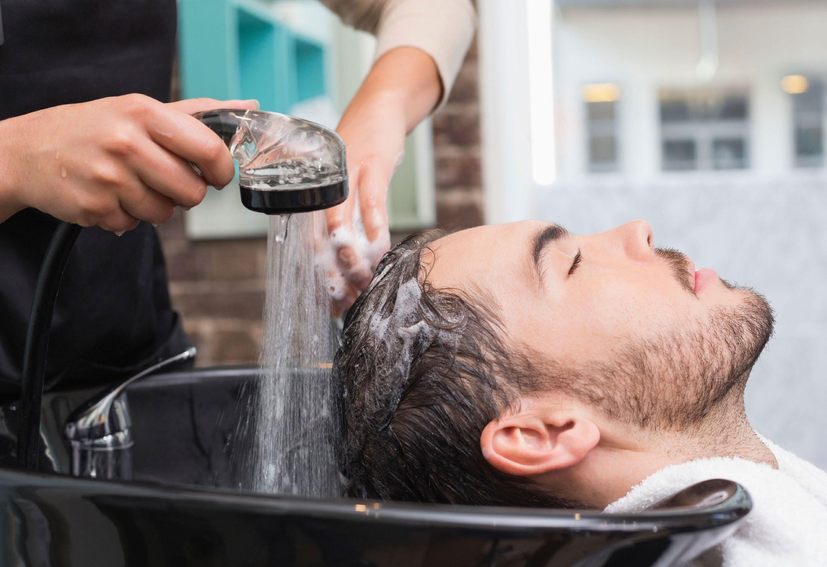 elton-salon-washing-hair